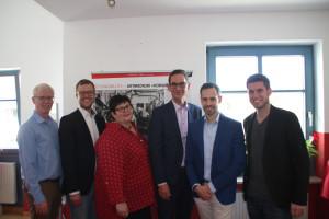 Vernissage 140 Jahre vorwärts; v.li.: Dominik Scales, Dominik Hey, Hannelore Baur, Andreas Lotte, Enrico Corongiu, Christian Winklmeier